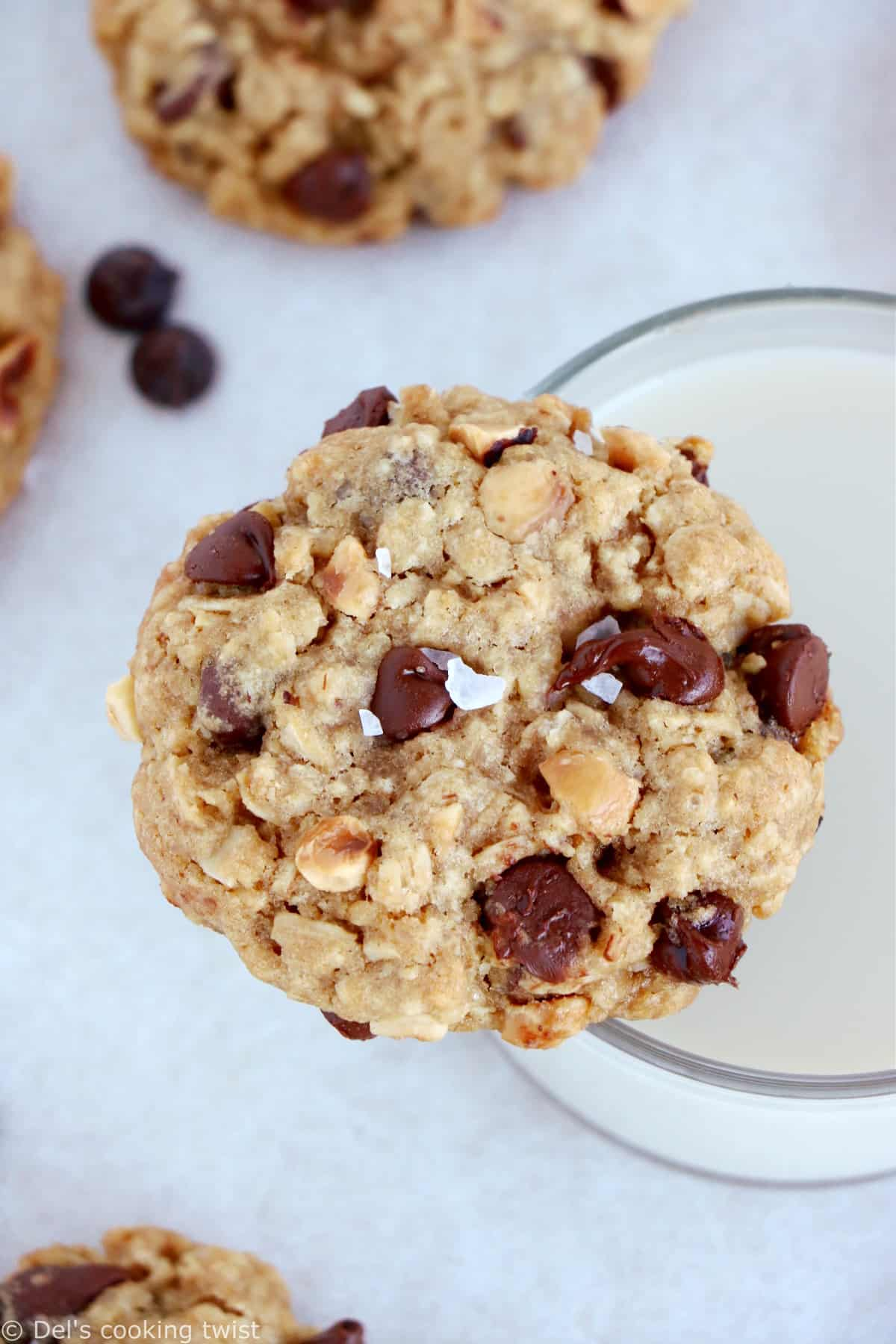 Simple chocolate chip oatmeal cookies with hazelnuts are perfect bakery-style cookies. They are easy to make, with old fashioned oats, chocolate chips and chopped hazelnuts.